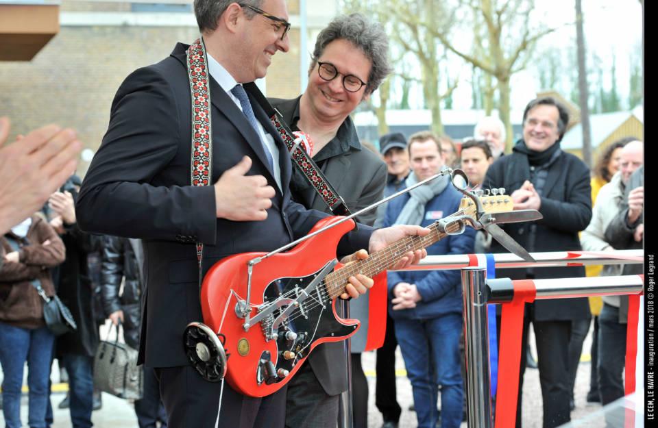 Le maire du Havre, Luc Lemonnier, s'y colle à son tour.