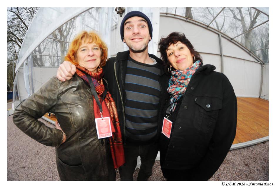 Que ferait-on sans nos magnifiques bénévoles : ici Martine Esnoult et Joëlle Lebourg entourent Julius.