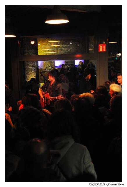 Début des concerts avec notre ami Gilles Adam dans le bar du CEM.