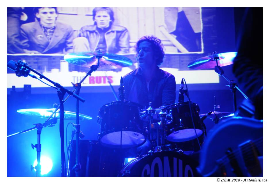 Guillaume Tranié derrière la batterie.